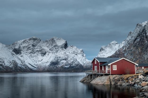 冬、ノルウェーのロフォーテン諸島の美しい風景 Premium写真