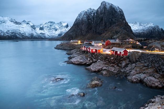 冬、ノルウェーのロフォーテン諸島、ハムネイの美しい風景 Premium写真