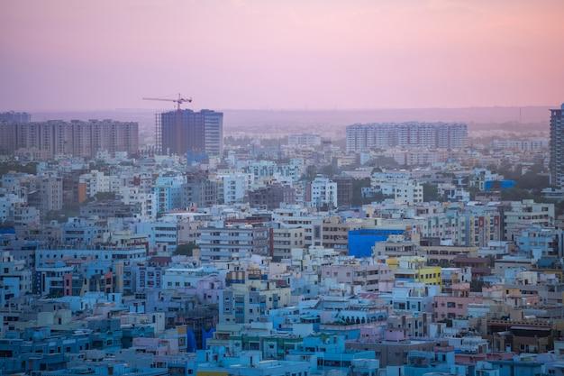 Здания и горизонт города хайдарабад в индии Premium Фотографии
