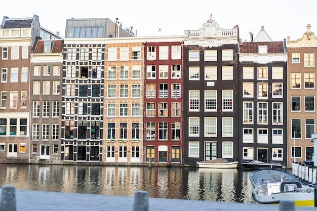 アムステルダム、窓のファサード 無料写真