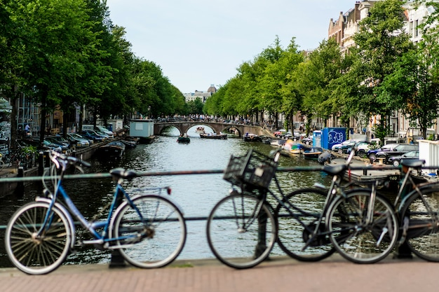 Велосипеды на улице. амстердам. Бесплатные Фотографии