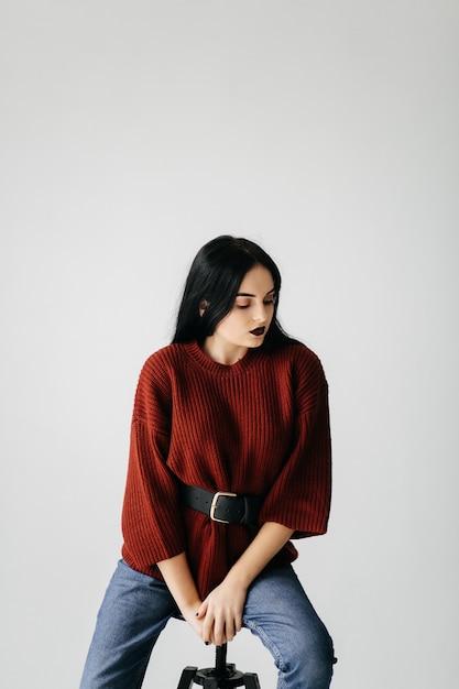 Молодая красивая девушка в студии, портрет моды Бесплатные Фотографии