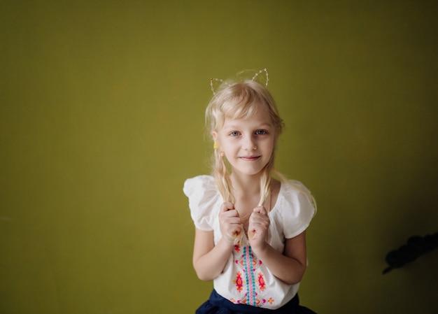 笑って幸せな子供の肖像画 無料写真