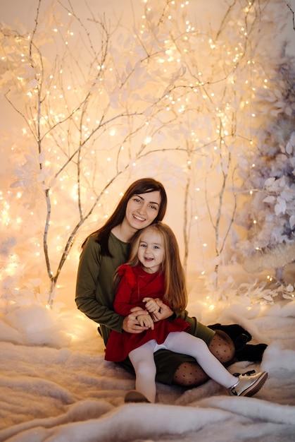 Молодая красивая мама с ребенком Бесплатные Фотографии