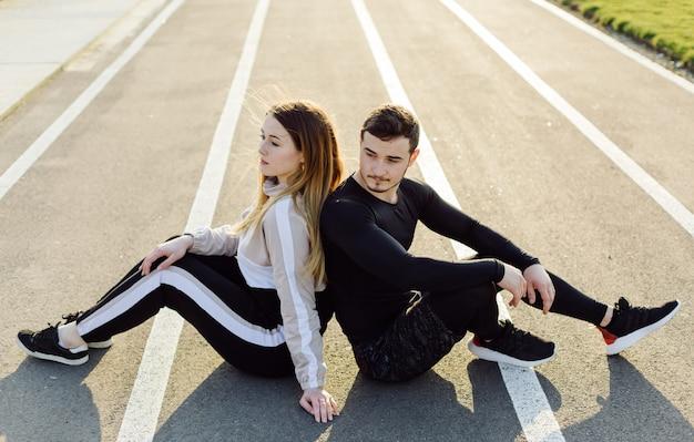 Друзья фитнес тренировки вместе на свежем воздухе жить активно здоровый Бесплатные Фотографии