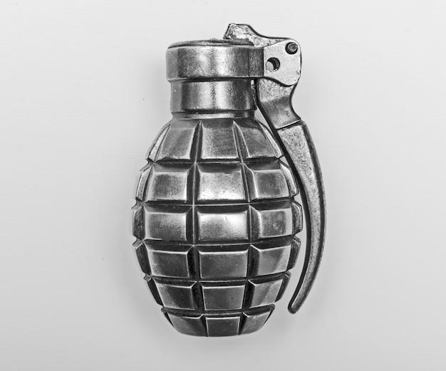 Изолированная граната Premium Фотографии