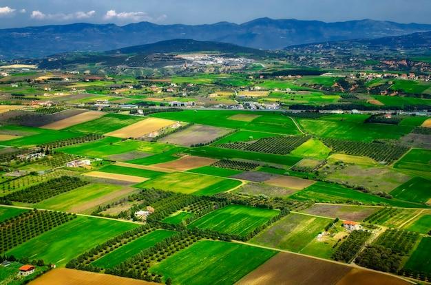 ギリシャの野原。飛行機の眺め Premium写真
