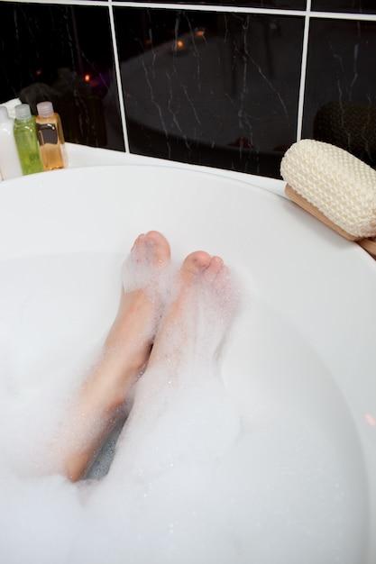 Днем рождения, картинки в ванной с пеной ноги