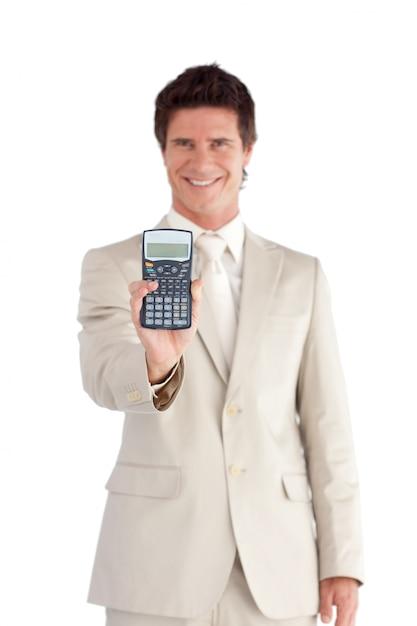 魅力的なビジネスマン彼の手に電卓を持って Premium写真