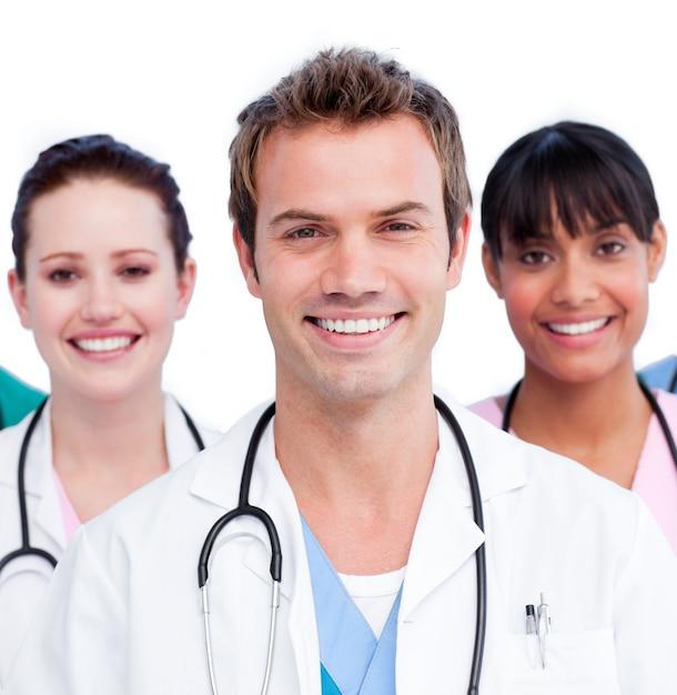 白い背景に対するポジティブな医療チームの肖像 Premium写真