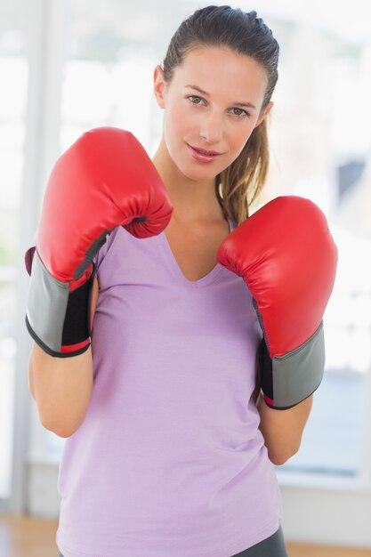 決定された女性のボクサーの肖像 Premium写真