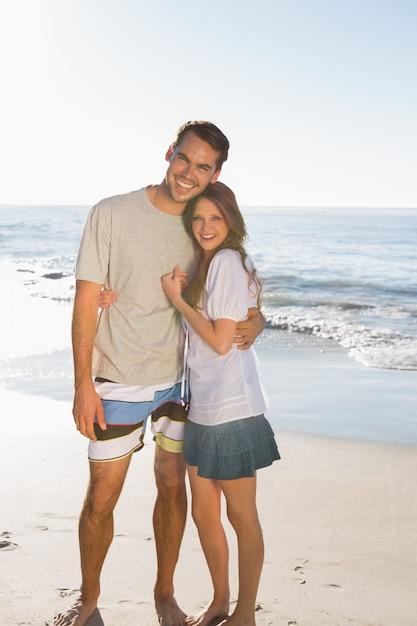 Счастливая пара создает вместе Premium Фотографии
