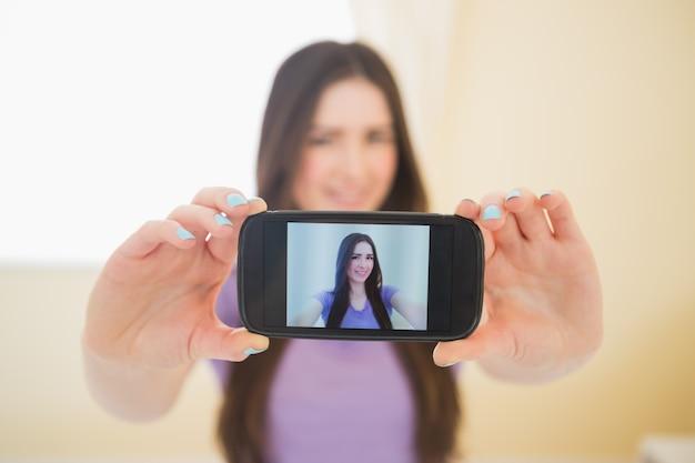 фото девушек снятые на телефон дома тихонько