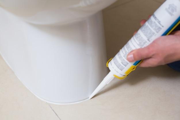 シリコーンカートリッジ付き洗面所の配管固定用トイレ Premium写真
