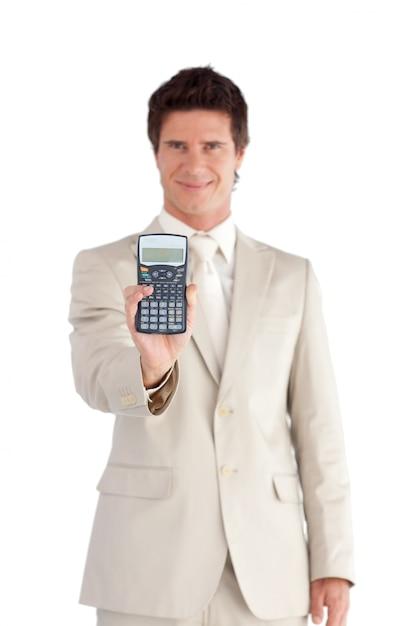 彼の手に電卓を持っている笑顔のビジネスマン Premium写真
