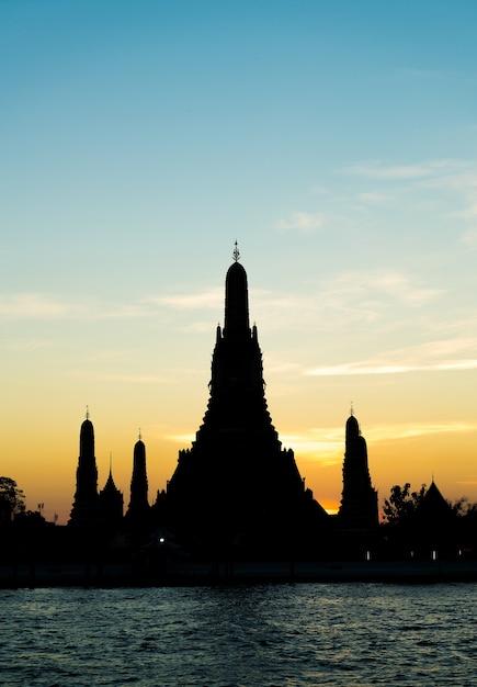 Силуэт храма ват арун в бангкоке Бесплатные Фотографии