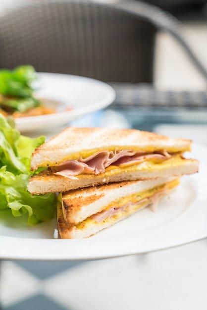 ハムチーズサンドイッチ Premium写真