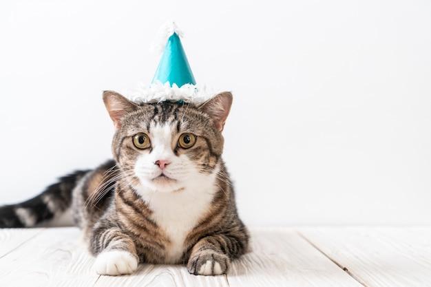 パーティー帽子付きの猫 Premium写真