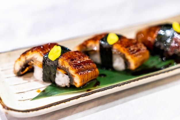 Унаги (угорь) суши Premium Фотографии