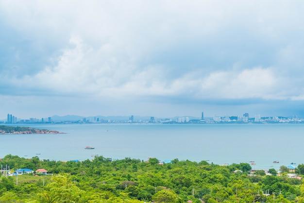 海とパタヤシティのエリアビュー。 Premium写真