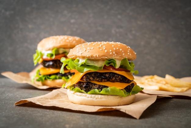 新鮮なおいしいハンバーガー Premium写真