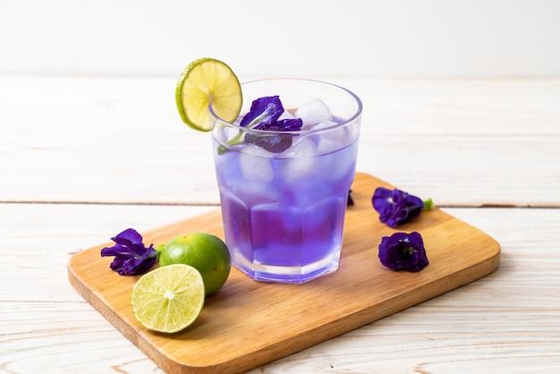 ライムと蝶エンドウ豆ジュース Premium写真