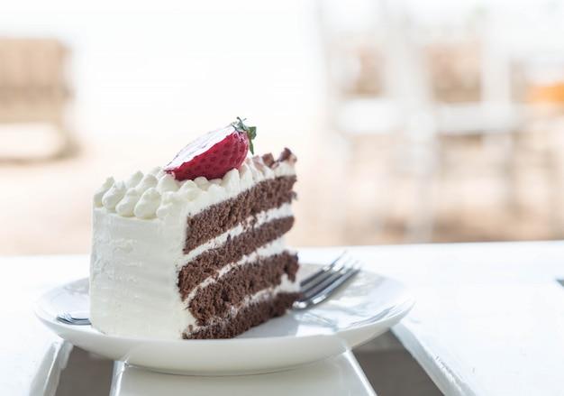 バニラとチョコレートケーキのイチゴ 無料写真