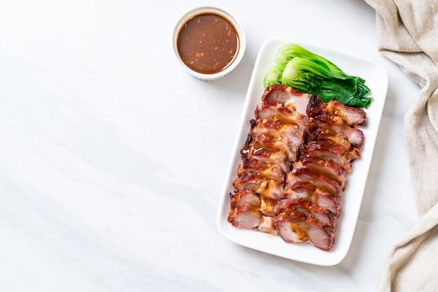 ローストバーベキュー赤豚 Premium写真
