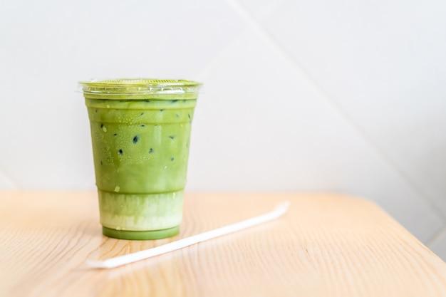 Чашка зеленого чая маття латте Premium Фотографии