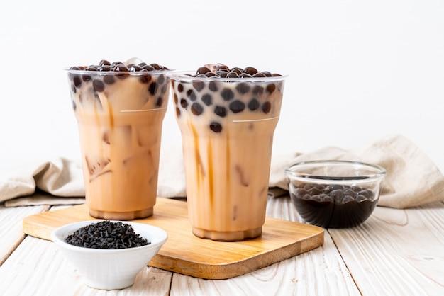 泡と台湾のミルクティー Premium写真