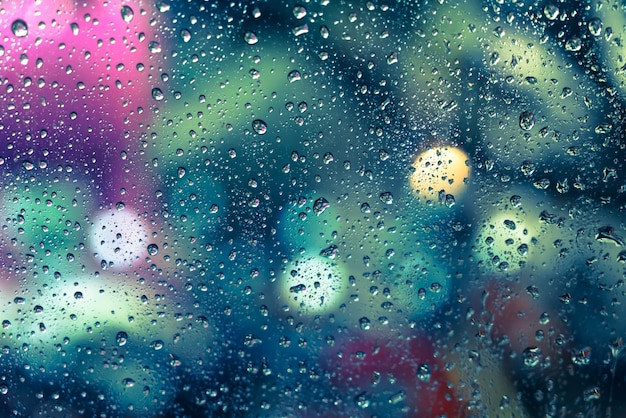 窓に雨が降る | 無料の写真