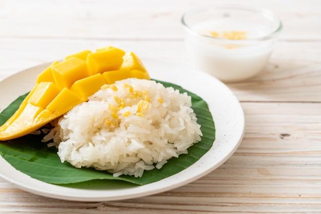 もち米とマンゴー Premium写真