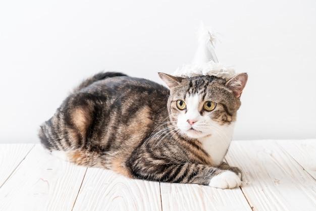 Кот с праздничной шляпой Premium Фотографии