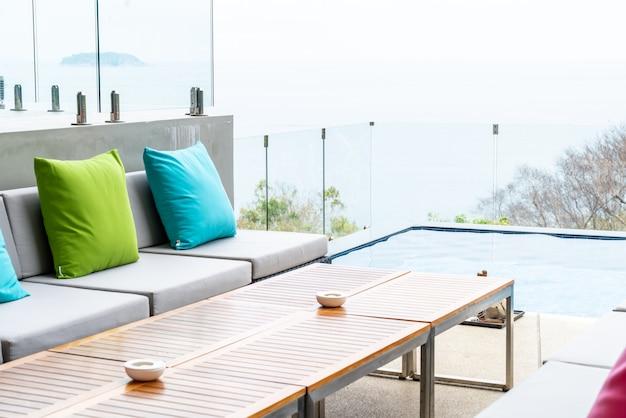 Подушка на диван украшение наружного дворика Premium Фотографии