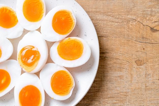 ゆで卵 Premium写真