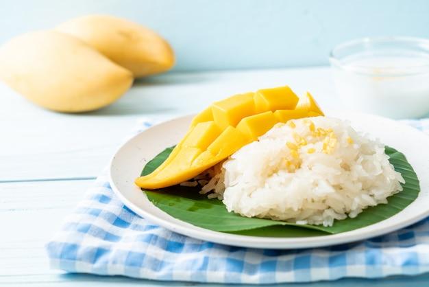 Манго с клейким рисом Premium Фотографии