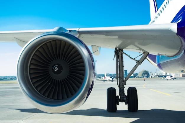 飛行機エンジン Premium写真