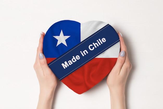チリの国旗にハート形の箱に作られた碑文 Premium写真