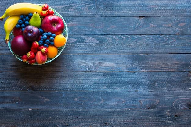 Чаша из свежих фруктов фона Premium Фотографии