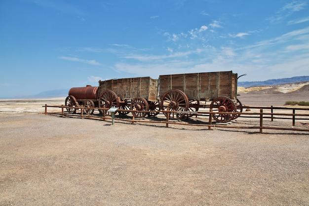 米国カリフォルニア州デスバレーの古い列車 Premium写真