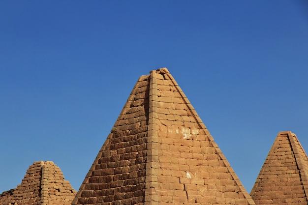 Пирамиды древнего мира в судане Premium Фотографии