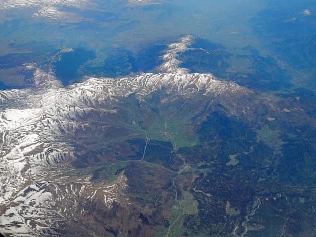 飛行機からのコーカサス山脈の眺め Premium写真