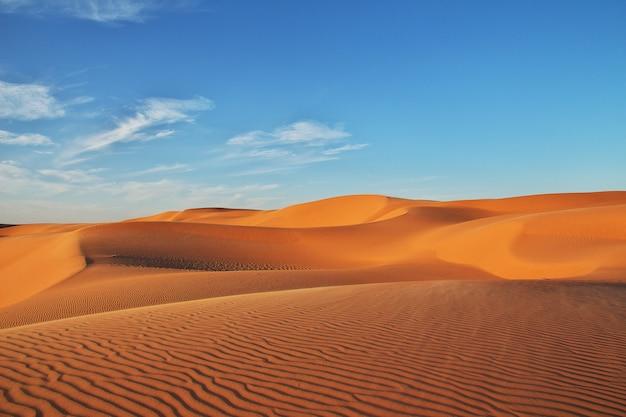 Дюны в пустыне сахара в сердце африки Premium Фотографии