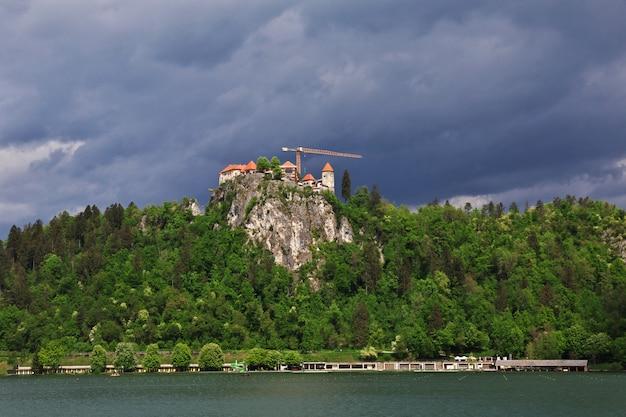 スロベニアのアルプスのブレッド湖 Premium写真