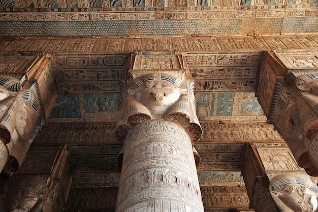 Древний храм хатор в дендере, египет Premium Фотографии