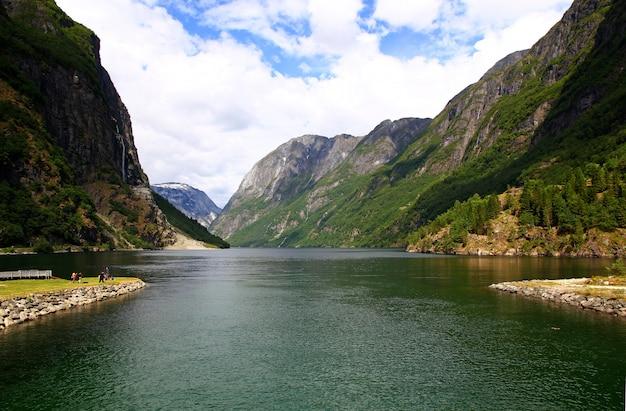 Вид на согне-фьорд, норвегия Premium Фотографии
