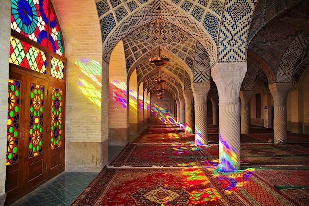 Мечеть насир-ол-молк в ширазе, иран Premium Фотографии