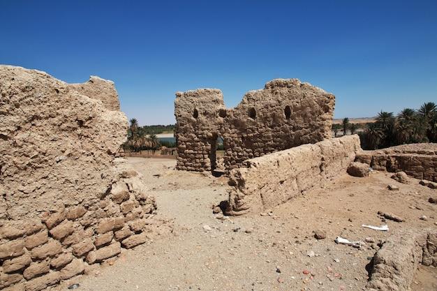 サイ島、ヌビア、スーダンの古代エジプトの寺院の遺跡 Premium写真