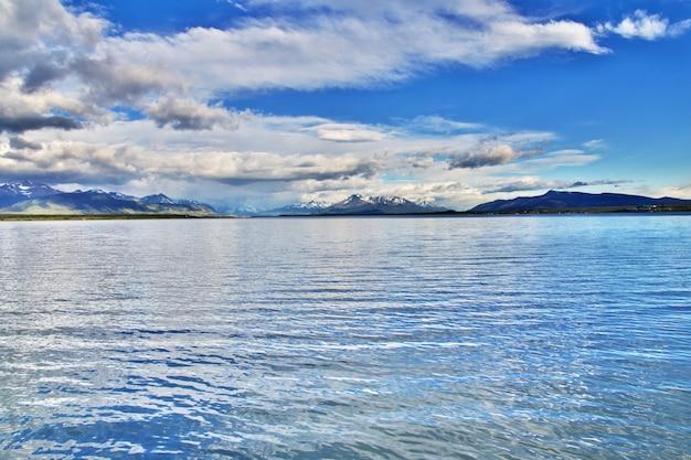 チリ、プエルトナタレスの太平洋湾 Premium写真
