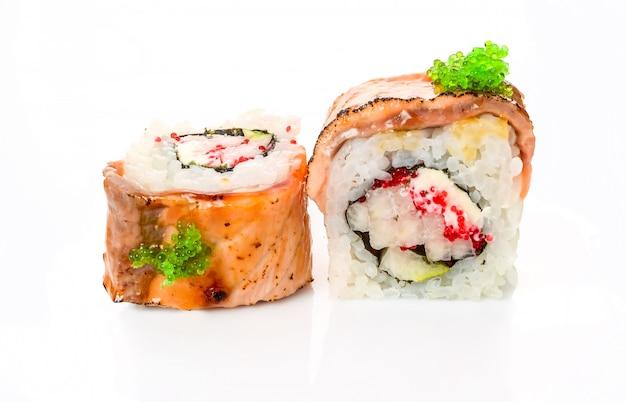 Традиционные свежие японские роллы суши Premium Фотографии